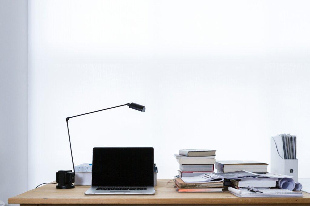 ноутбук на столе