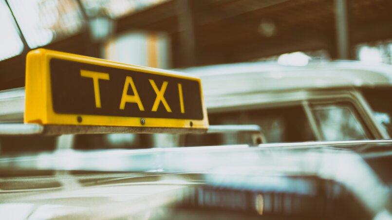 работа в такси 1000 рублей за день