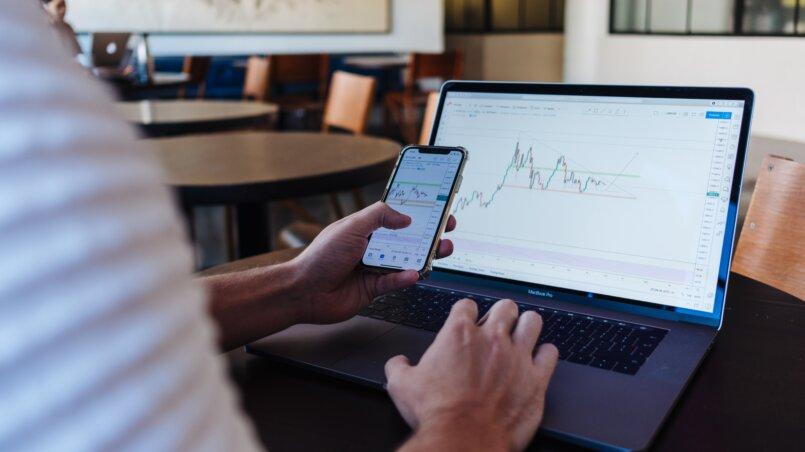 где купить и как продать акции на бирже