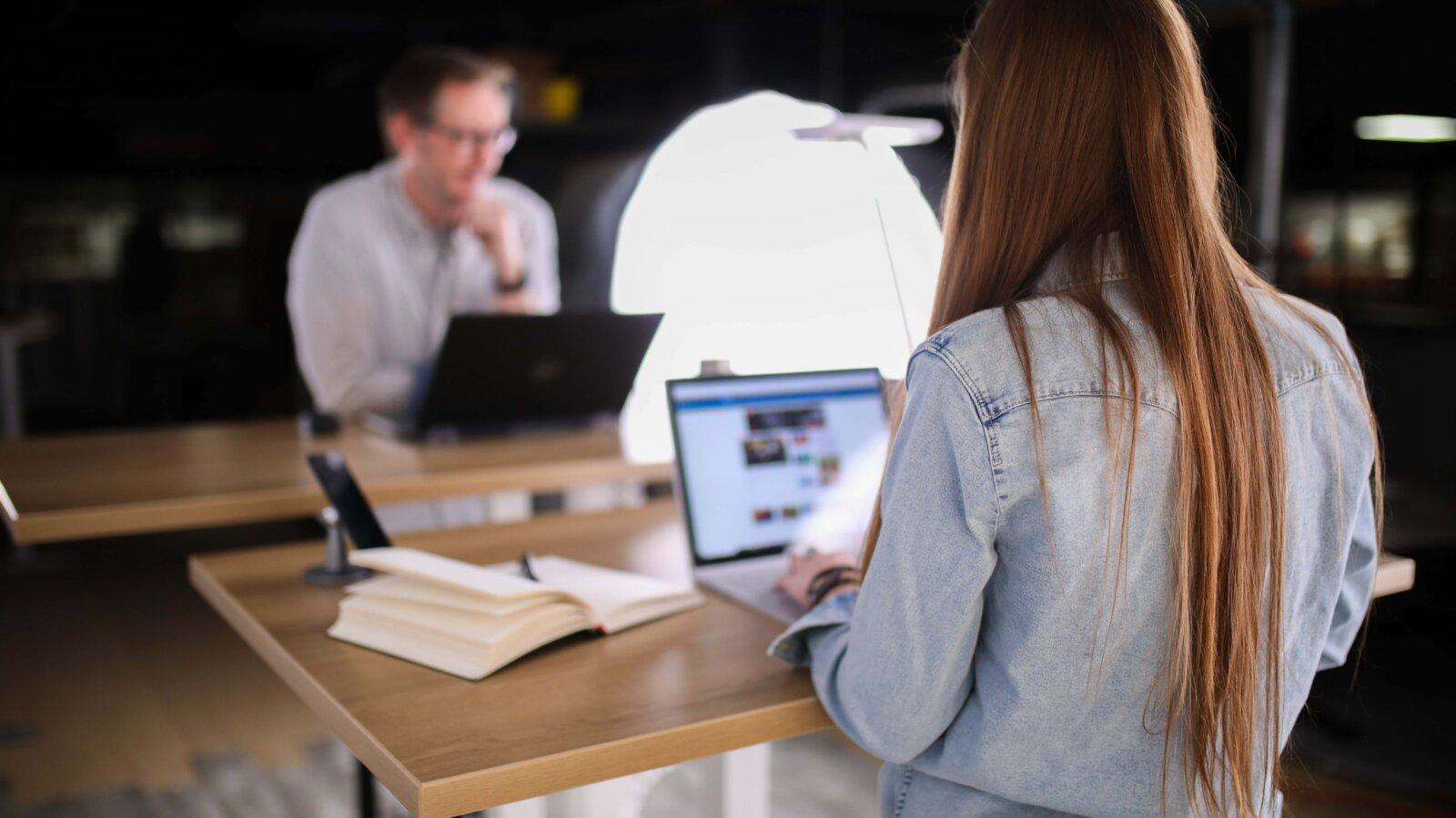 Как устроиться на работу: официально+советы+способы